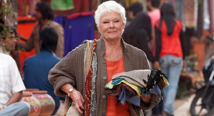 Det titter frem med initiativer, der retter fokus mod alderdommen. Heriblandt det nye britiske teater Frontier Theatre, som blandt andre Judi Dench (billedet) er ambassadør for. Billedet er fra filmen »The Second Best Exotic Marigold Hotel« fra 2015 om en række britiske pensionister, der er flyttet til Indien for at tilbringe alderdommen der. Judi Dench var 80 år gammel, da filmen blev indspillet. Foto: PR