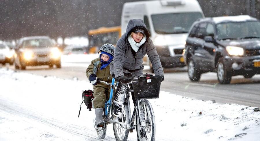 Der er glat på vejene flere steder i Danmark lørdag morgen.