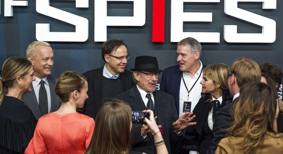 Steven Spielberg ankommer til premieren på sin nye film »Spionernes bro« i Berlin. Samme aften begyndte attentatet i Paris, hvor samme films premiere dagen efter blev aflyst. Foto: AFP PHOTO / John MacDougall