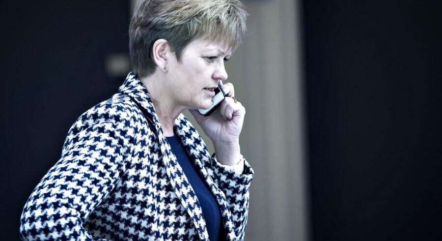 Det er ikke venlige ord, Eva Kjer Hansen har fået med på vejen, efter Berlingske har søgt aktindsigt i regnskaberne bag den nye landbrugspakke, som blev vedtaget i slutningen af 2015. Det har resulteret i, at flere miljøforskere har meldt sig på banen med alvorlig kritik af hendes regnemetoder. Der er ligefrem en forsker, der mener, at han i en forskningsmæssig sammenhæng ville »blive slået ihjel,« hvis han havde benyttet sig af ministerens regnemåde.