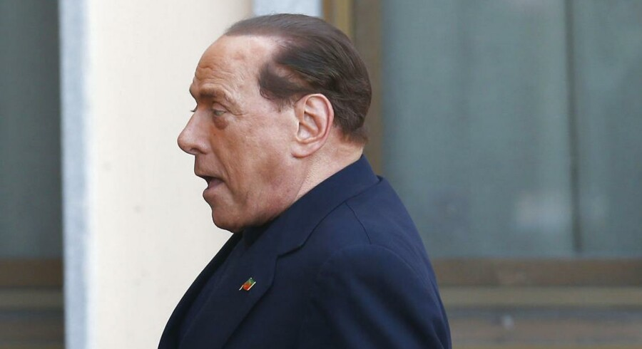 Silvio Berlusconi ankommer til plejehjemmet.