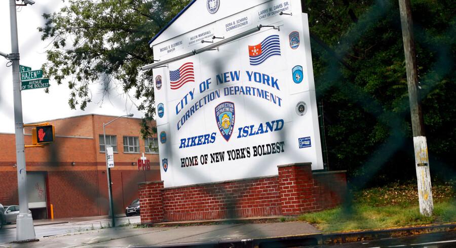Den 22-årige danske pædagogstuderende sidder lige nu varetægtsfængslet på fængselsøen Rikers Island.