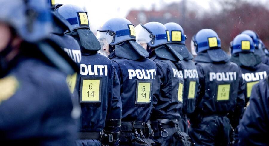 Politikerne ser på betjentenes arbejdsvilkår i politiforhandlingerne.