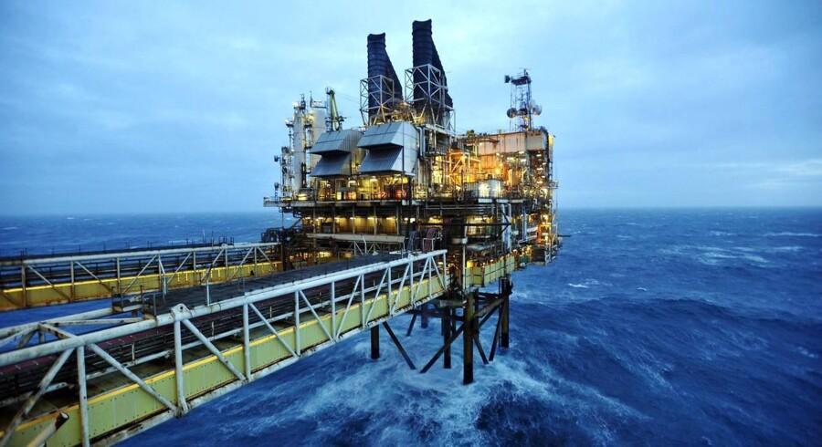 Der er udsigt til, at det i forvejen oversvømmede oliemarked bliver tilført endnu mere olie, når de økonomiske sanktioner mod Iran bliver lempet