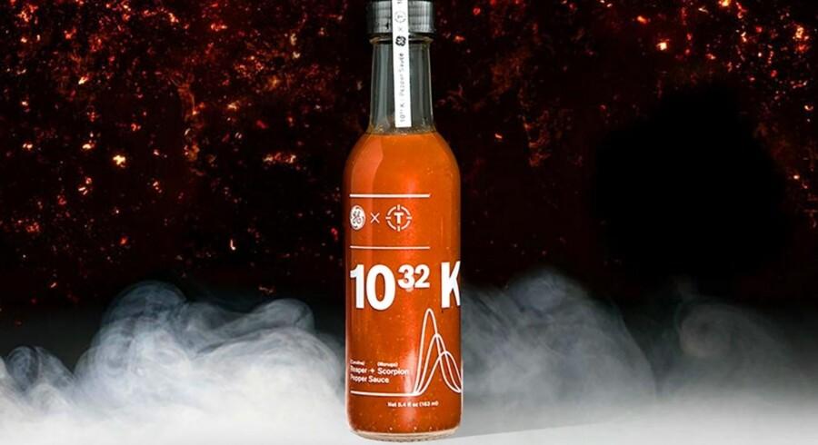 Værs'go: Her er chili-saucen 10^32 Kelvin, som er produceret på verdens to stærkeste chili-frugter, og som ifølge markedsføringen er så stærk, at GE har været nødt til at emballere den i materiale, som virksomheden normalt bruger i produktionen af jetmotorer