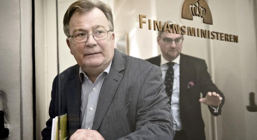 Finansminister Claus Hjort Frederiksen (V) og resten af Danmark har for stort underskud på budgettet.