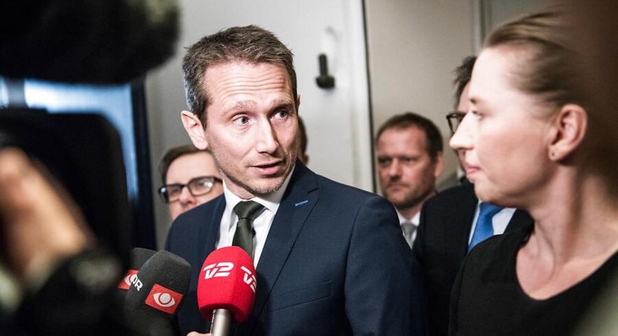 Det er Kristian Jensen og Socialdemokratiets formand, Mette Frederiksen, som forhandler i Finansministeriet.