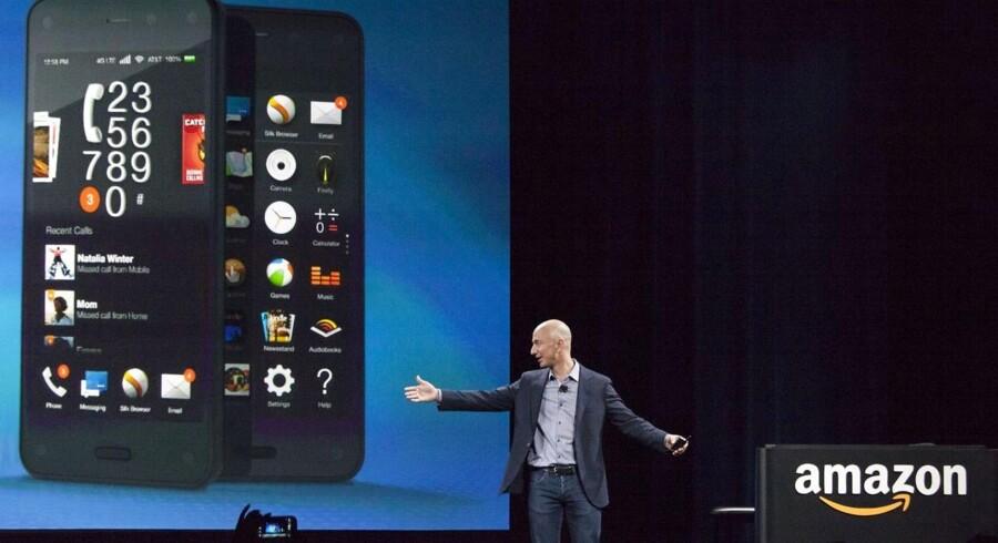 Amazon-topchef Jeff Bezos præsenterer internetgigantens første smartphonetelefon, Fire. Foto: David Ryder, Getty/AFP/Scanpix