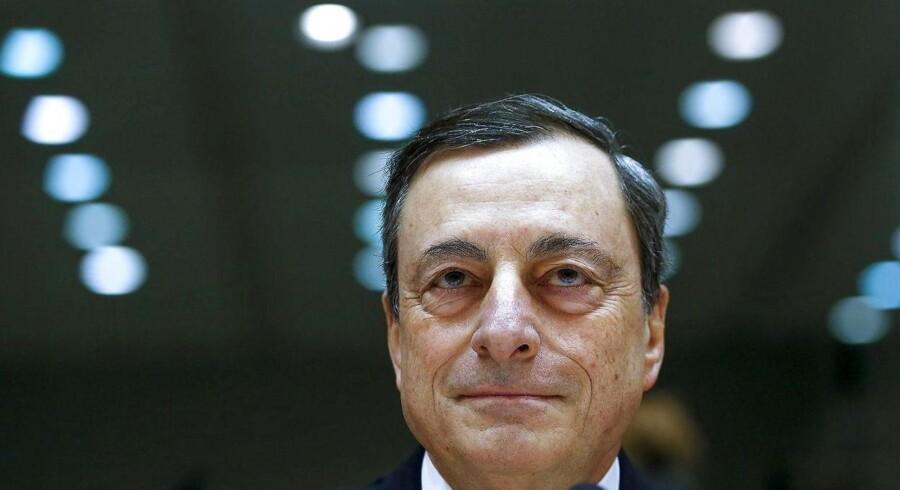 Den Europæiske Centralbank sænker indlånsrenten til rekordlave -0,4 og udvider opkøbsprogrammet til 80 milliarder euro om måneden fra tidligere 60. Europæiske aktier stiger.