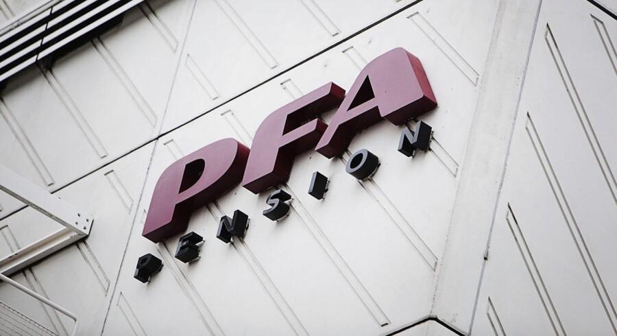 - Vi vil være positivt tilbøjelige til at købe flere aktier i Dong, men vi er ikke i stand til at tage nogle konklusioner endnu, siger PFA's finansdirektør, Anders Damgaard.