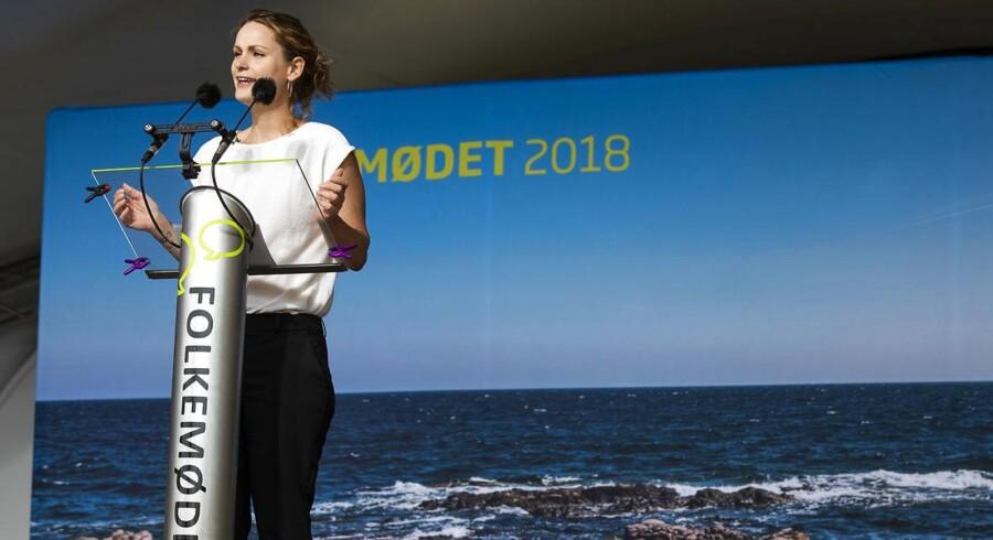 Enhedslistens formand Pernille Skipper holder partiledertale på hovedscenen i Allinge på Bornholm lørdag d. 16 juni 2018