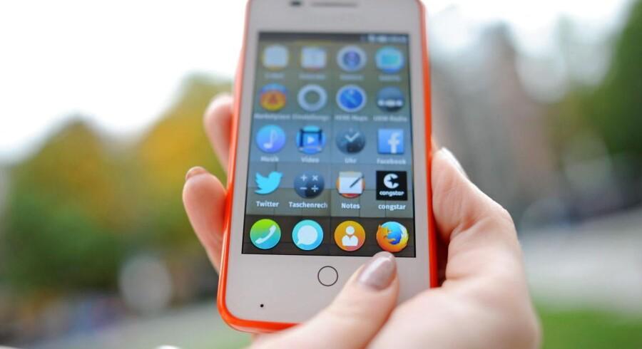 De første mobiltelefoner med Firefox OS som styresystem er allerede i handelen. I løbet af 2014 får de følgeskab af telefoner med nye styresystemer som Tizen, Ubuntu og Sailfish, der alle forsøger at bryde den dominans, som Android og iOS lige nu har på mobilmarkedet. Arkivfoto: Andreas Gebert, EPA/Scanpix