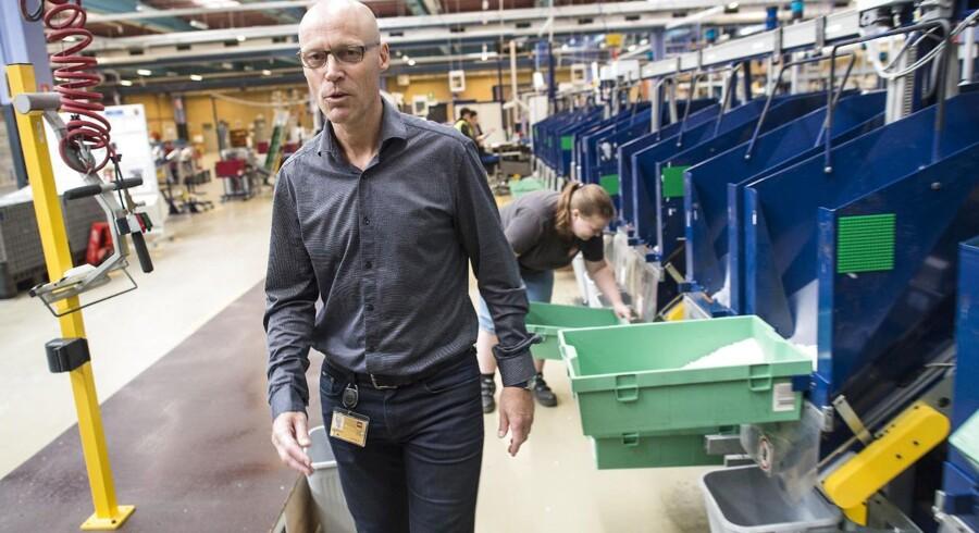 Peter Meineche er den chef hos Lego, der skriver under på opsigelserne af de 380 Lego-ansatte. Indtil videre er det lykkedes ham og andre kræfter at finde nye job til 116 ansatte internt, og der arbejdes hårdt på at skaffe job til endnu flere. Størstedelen af de 116 har fået ansættelse på det plaststøberi, som Lego har valgt at bevare i Billund. Foto: Claus Fisker