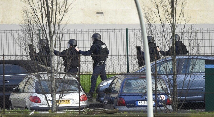 Politifolk ved Porte de Vincennes i det østlige Paris