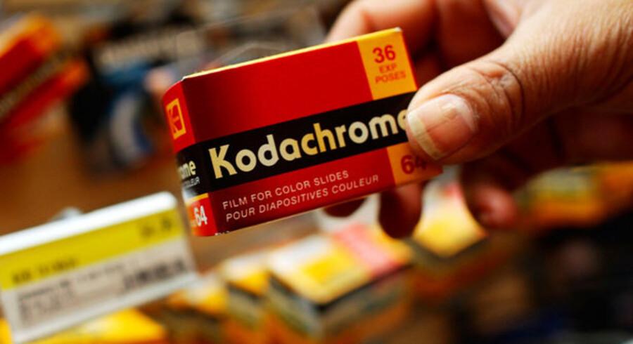 Det er stadig muligt at købe en ægte Kodachrome-film, her i en fotoforretning i Manhattan i New York, USA, men snart er det helt slut. Foto: Chris Hondros, AFP/Scanpix