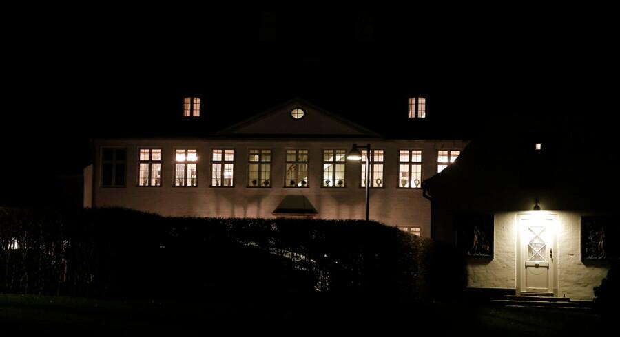 Lys på Marienborg sent torsdag d. 25 februar 2016 hvor forhandlinger i blå blok stadig er i fuld gang.
