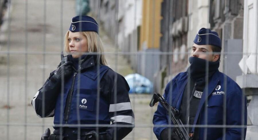 Belgisk politi har spærret gaden, hvor aktionen foregik.