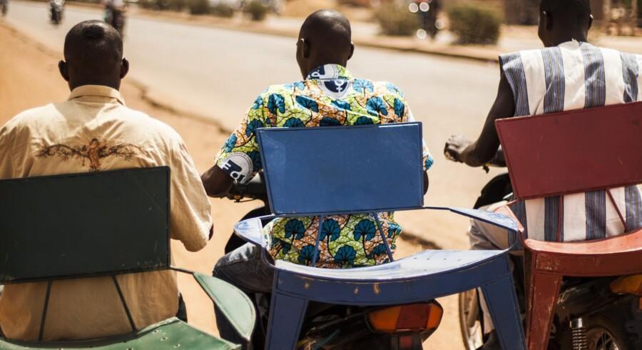 De skrappe farver er et typisk afrikansk kendetegn, men møblerne er også tænkt til det internationale marked, hvor flere er ved at få øjnene op for kontinentets designere.