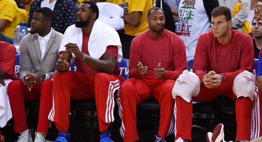 Der var heller ingen LA Clippers logoer at spore på bænken under kampen, da spillerne markede deres utilfredshed med ejer Sterlings udtalelser.
