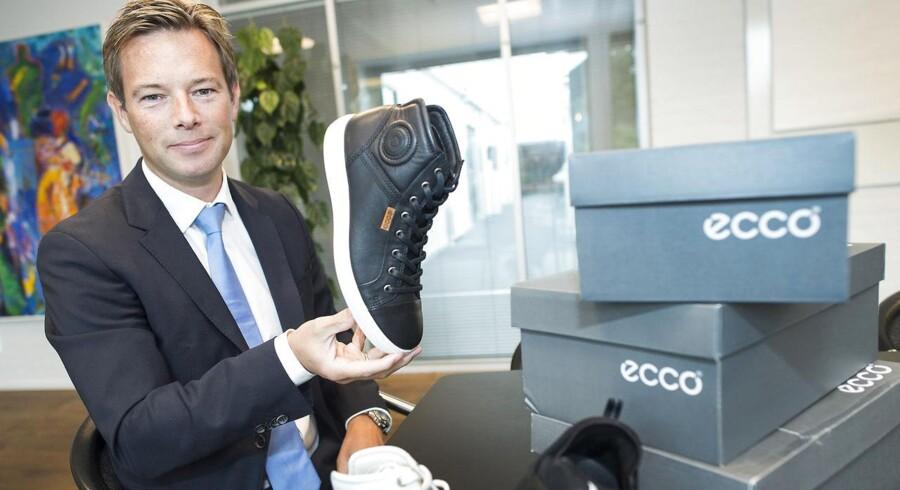 Ecco-direktør Steen Borgholm tager det roligt, når talen falder på Kinas nuværende problemer med vækst. Shopping er ved at blive en livsstil i Kina - så viser du, at du har penge.