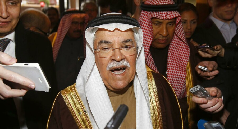 Den saudiske olieminister, Ali al-Naimi, menes at holde et møde med sin russiske kollega, Alexander Novak i Doha tirsdag.