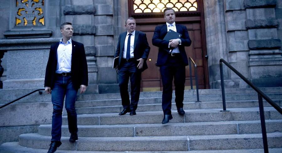 Lars Løkke Rasmussen forlader Folketinget, efter at han fredag aften præsenterede planen om en ren Venstre regering.