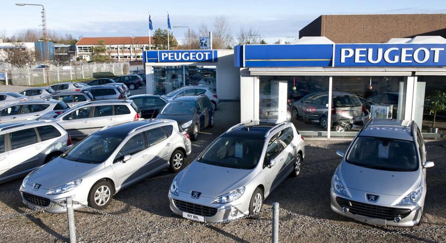 Bilsalget falder. Peugeot i Helsingør.