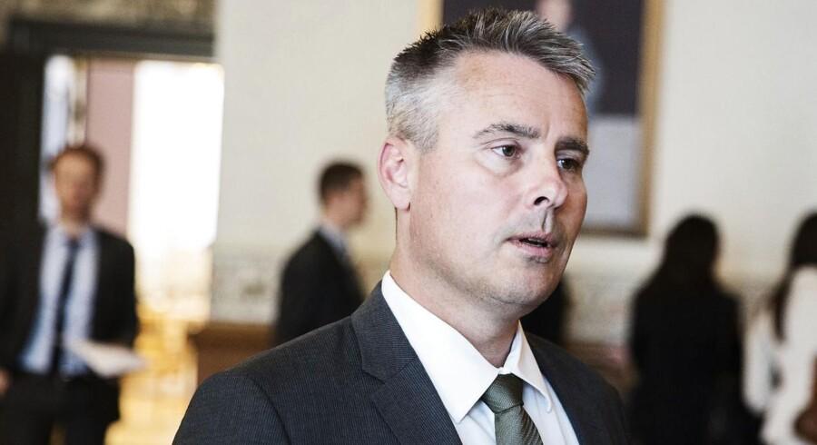 Erhvervsminister Henrik Sass Larsen (S) erklærer sig parat til at ændre loven for, at boligejere kan få glæde af negative renter på realkreditlån. Både Skat og Finanstilsynet ventes at sidde med i en ny arbejdsgruppe, som får travlt.