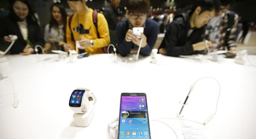 Mobilgiganten Samsungs overskud faldt med over 60 procent, fordi mobilsalget går tilbage. Arkivfoto: Kim Hong-ji, Reuters/Scanpix
