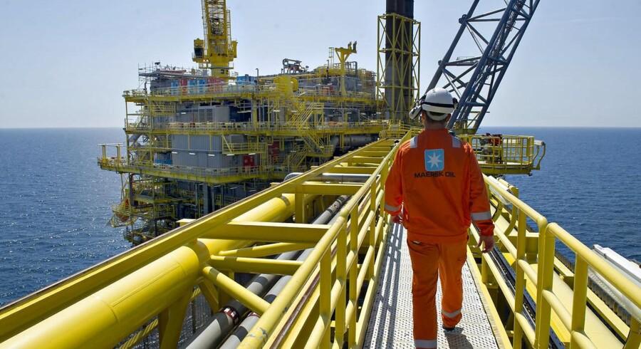 Med henvisning til den lave oliepris tilbageleverer Maersk Oil sin licens til at bore olie ud for Vestgrønland.