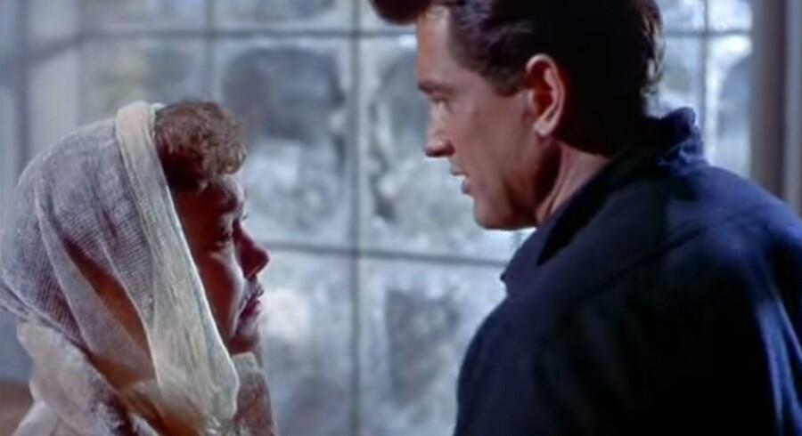 Der kan være noget forløsende ved en film og god tudetur. I denne uge skriver Berlingskes filmredaktør Kristian Lindberg om fem helt forskellige film, der fik tårerne til at løbe. Her en scene fra filmen »All That Heaven Allows«.