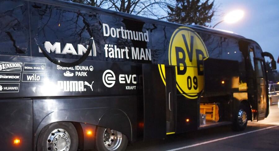 Tre eksplosioner ramte tirsdag en bus med spillere fra Borussia Dortmund, som tirsdag aften skulle have spillet Champions League-kamp i Dortmund. Sprængstoffet skulle ifølge Bild have være placeret langs vejkanten, og eksplosionerne knuste flere ruder i bussen, da denne var på vej fra spillernes hotel til stadion. Efterfølgende blev spillerne evakueret og kampen aflyst.