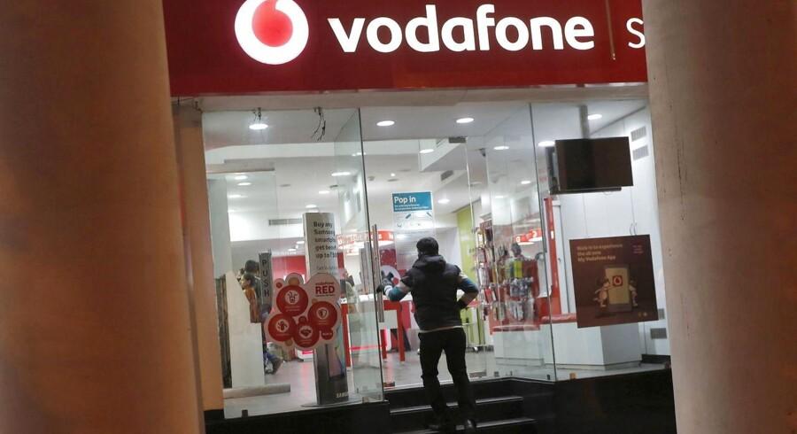 Den britiske mobilgigant Vodafone bliver truet med beslaglæggelser i Indien på grund af en milliardstor skatteregning. Arkivfoto: Adnan Abidi, Reuters/Scanpix