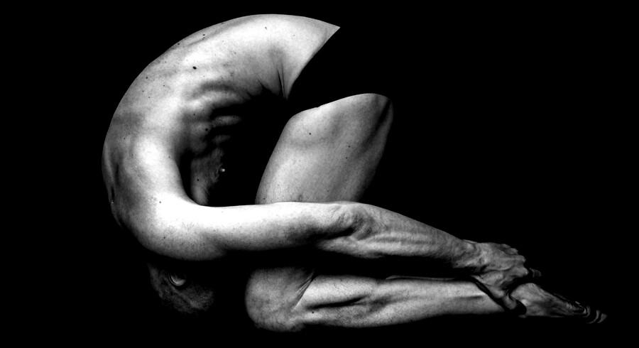 Lørdag d. 9. april blev de nordiske mesterskaber i yoga afholdt på nationalmuseet. Udøverne skal på tre minutter demonstrere seks stillinger af forskellig sværhedsgrad.De bliver bedømt på styrke, smidighed, timing, balance og åndedræt på en skala fra et til ti. Billederne portrætterer deltagerne under opvarmning