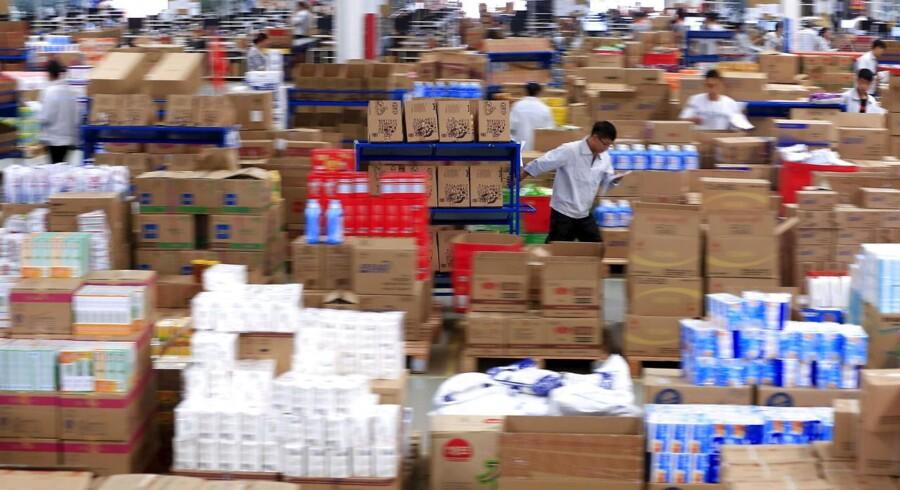 Verdens største udsalg er kinesisk og starter hvert år på samme klokkeslæt. Men kampen om de bedste tilbud foregår ikke med hvæssede albuer i løb mod nærmeste skranke. Den finder sted med mobilen i hånden. Fra hjemmeteller et hvilket som helst andet sted - så længe der er internetforbindelse.