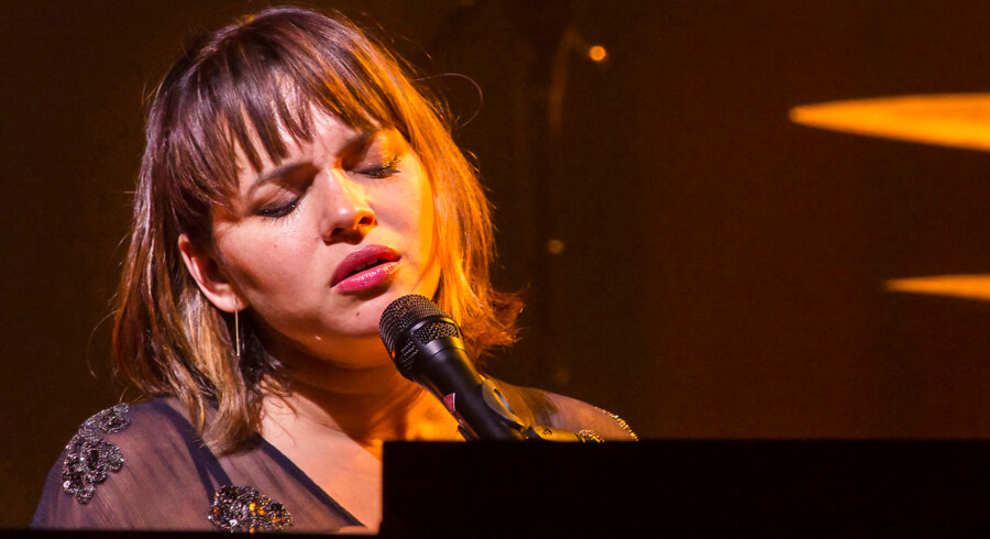 Den amerikanske sanger, pianist og sangskriver Norah Jones på scenen i Tivolis Koncertsal lørdag 15. juli 2017.