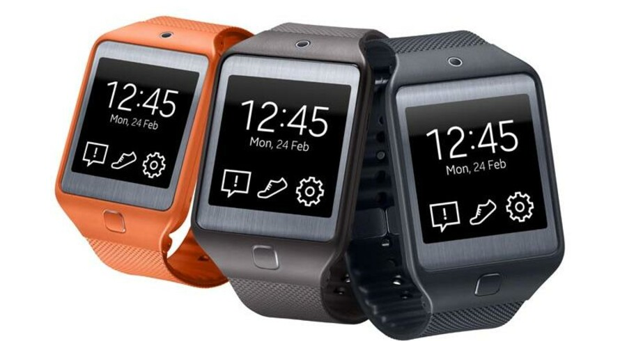 Galaxy Gear 2 og Galaxy Gear Neo er Samsungs nye, smarte ure, der begge kører Samsungs eget Tizen som styresystem. Begge ure har super-AMOLED-skærme på 1,63 tommer og en opløsning på 320 x 320 pixler, 512 megabyte RAM-arbejdshukommelse og fire gigabyte lagerplads. Det indbyggede kamera optager i en opløsning på to megapixler. Urene kommer i handelen i april. Prisen er ukendt. Foto: Samsung