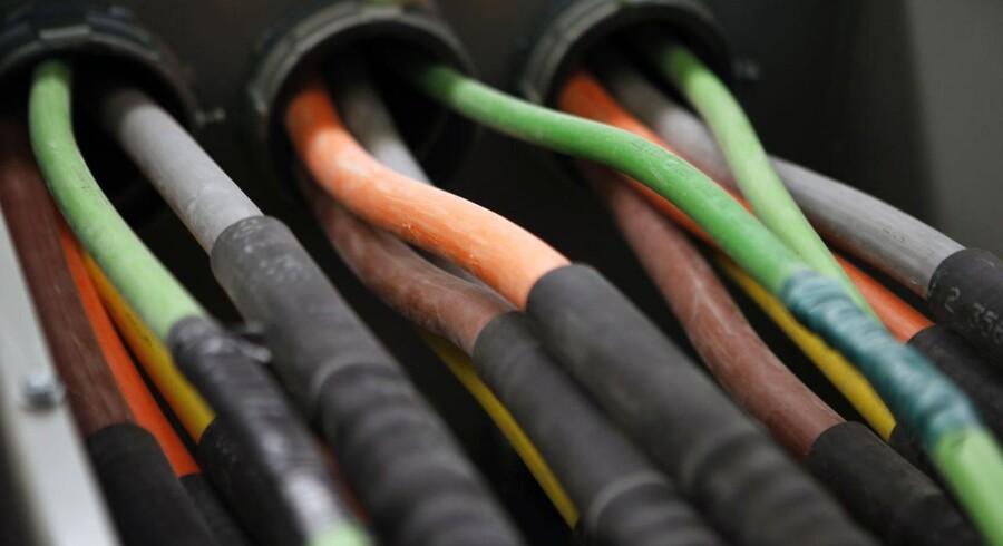 Lysoptiske fiberkabler kan levere internethastigheder, der er mange gange hurtigere end tophastigheden på de traditionelle kobbernet, alias fastnettet, der fortsat leverer hovedparten af de danske internetforbindelser. Gennem fibernettene kan man også få TV og telefoni. Arkivfoto: Mike Segar, Reuters/Scanpix