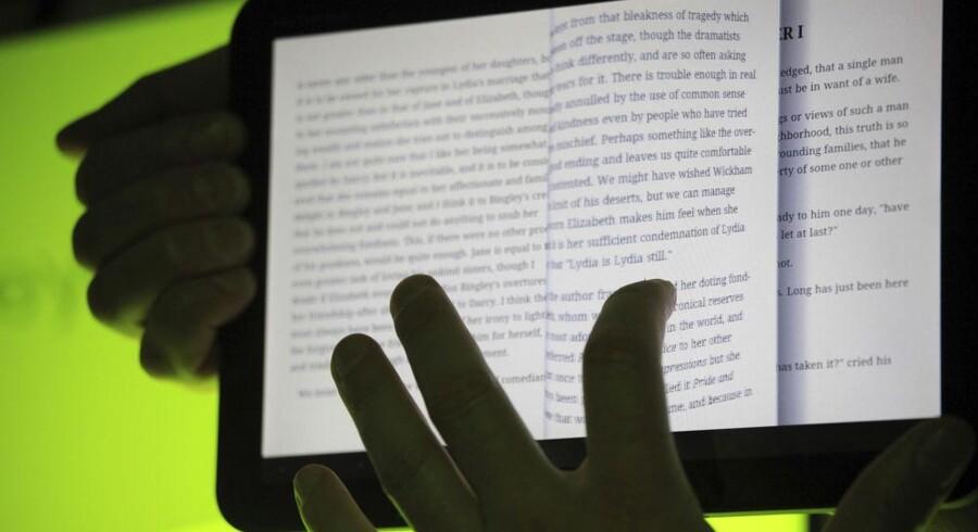 Google Bøger er en nettjeneste, hvor man får adgang til millioner af indscannede bøger, som efterfølgende kan købes. Her demonstreres bogtjenesten på Googles nyeste udgave af Android-styresystemet. Arkivfoto: Beck Diefenbach, Reuters/Scanpix