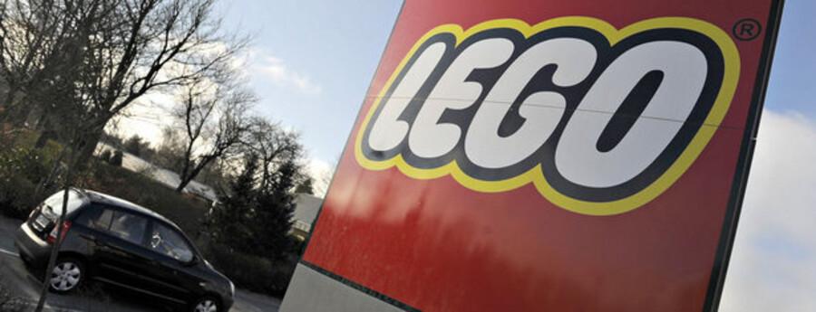 """""""I den helt store ende er vi med i LEGO, hvor vi er med til direktionsmøder, i konceptlaboratiorer og følger processen i det at lancere et produkt,"""" fortæller Arne Notkin, DR2-chef."""