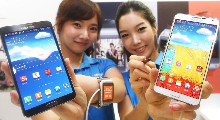 Samsung var en af årets helt store spillere på det digitale marked. Et af de mest ventede produkter var det smarte ur Galaxy Gear, som ses i mellem en af årets store - i bogstavligste forstand - tendenser: Kæmpemobilerne.
