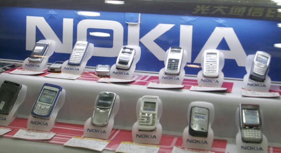 De fem største mobilproducenter vil nu vise, hvor meget strøm deres opladere bruger.
