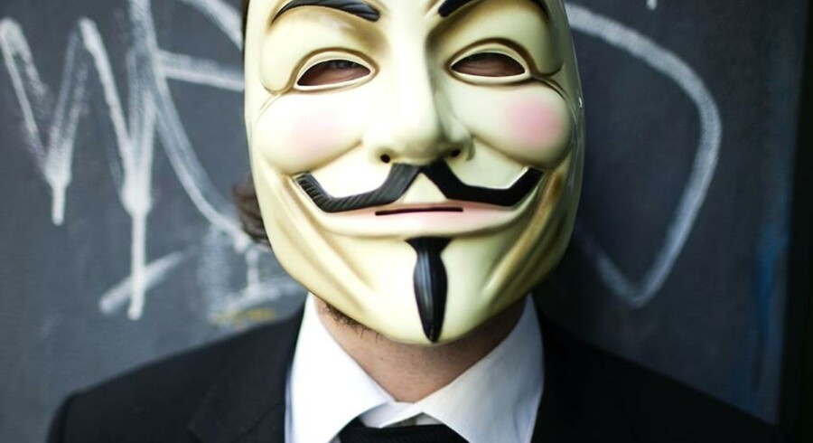 Internetbevægelsen Anonymous slår nu til mod et amerikansk rådgivningsfirma, der opbevarer e-mails og koder fra det amerikanske militær - hemmelig information, som gruppen nu har offentliggjort.