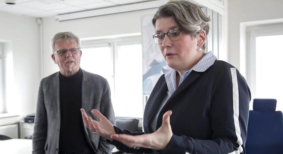 Tidligere forsvarsminister Gitte Lillelund Bech under besøg hos havnen i Hvide Sande sammen med borgmester Iver Enevoldsen og havnedirektør Steen Davidsen.