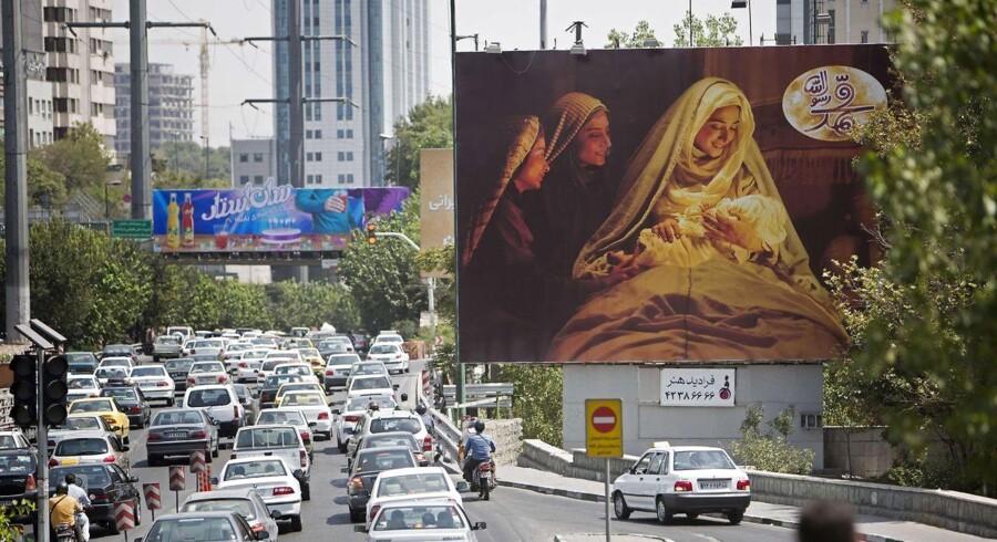 Reklame i Teheran for Majid Majidis Muhammed-film, der er blevet kritiseret af eksil-iranere. Foto: AFP