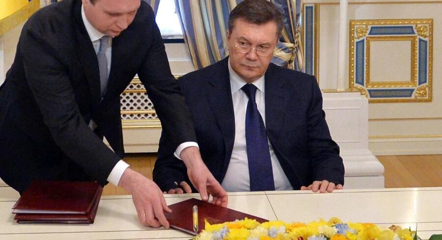 Ukraines præsident Viktor Janukovitj, da han fredag 21. februar 2014 underskrev fredsaftalen.
