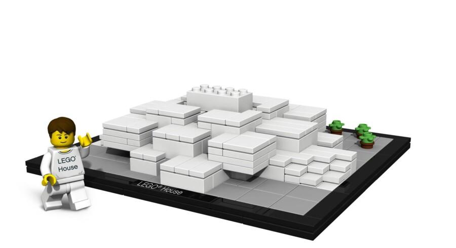 Billunds nye vartegn, Lego House eller Lego Huset, tegnet af den danske arkitekt Bjarke Ingels og hans amerikanske kollega Ralph Appelbaum, bliver 24 meter højt og knap 11.900 kvm. stort. De næste tre år vil Billund midtby ligge i byggerod. Som et plaster på såret har Lego lavet en model af det nye hus med tilhørende minifigur, som Billunds butikker får eneret til at sælge. Illustration: Lego-koncernen