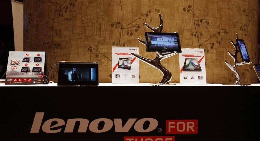 Kinesiske Lenovo formår med held at sælge sine tavlecomputere og smartphonetelefoner - ud over at have slået Hewlett-Packard af pinden som verdens største PC-producent. Arkivfoto: Bobby Yip, Reuters/Scanpix