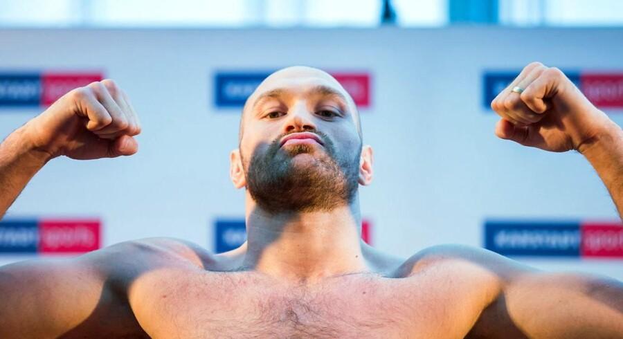 Havde den britiske mesterbokser Tyson Fury blot kunnet nøjes med at lade næverne tale.. Foto: Rold Vennenbernd/EPA