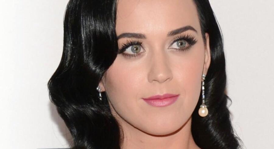 Popstjernen Katy Perry er nu verdens mest populære person på Twitter.